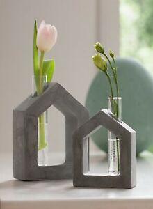 """2x Deko Objekt """"Haus"""" aus Beton mit Reagenz Glas als Blumen Vase, Figur Skulptur"""