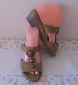 SHOES / SLIDES / SANDALS - Homy Ped - Leather - Josslyn - TBar -Tan - 6 - As NEW