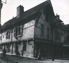 TROYES c. 1900-20 - Maisons anciennes Commerce Rue animée Aube - NV 1590