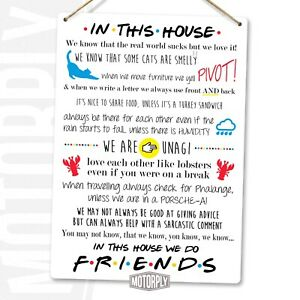 Metal Wall Sign - In This House We Do Friends - Clean Look - New York 90s TV
