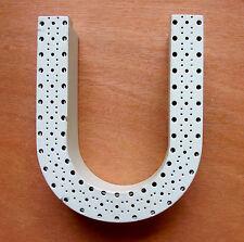 """""""U"""" LETTRE ENSEIGNE EN FER LAQUE PERFORE / COULEUR VERT D'EAU / H. 14,4 CM"""
