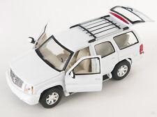 Spedizione LAMPO Cadillac Escalade 2002 BIANCO WHITE Welly Modello Auto 1:24 NUOVO 412