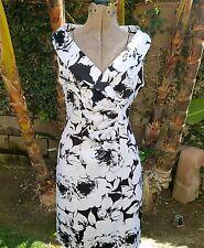 Black/White Floral Print Sheath V Neck Dress Size 8 Connected Apparel