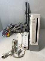 Nintendo Wii White Video Game Console (RVL-001) Bundle - GameCube Compatible