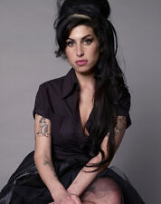 AMY WINEHOUSE UNSIGNED PHOTO - 8106 - VALERIE & WILL YOU STILL LOVE ME TOMORROW?