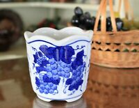 """4"""" Round Delftware Wide Ribbed Plant Pot with Grapevine & Grapes"""