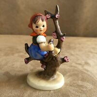 Apple Tree Girl 141 Goebel Hummel 98 Figurine vintage sitting in W Germany 2 / 0