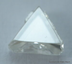 E VS2 BEAUTIFUL TRIANGLE SHAPE NATURAL DIAMOND UNCUT GEM OUT FROM DIAMOND MINE