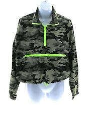 Riley & James Juniors Green Camouflage Long Sleeve Cropped Windbreaker Pullover