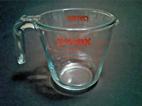 Pyrex Clear Glass Measuring Cup Two Cup Capacity 16 OZ + Metric NICE
