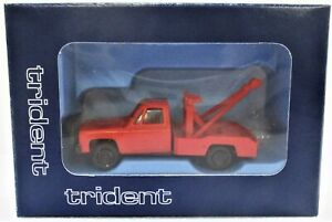 HO Scale Trident Miniatures 900722 Red Chevrolet Tow Truck with Wrecker Body