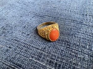 Vintage 18ct Gold Coral Signet Ring