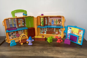 CBeebies The Furchester Hotel Sesame Street Suitcase Playset  With figures