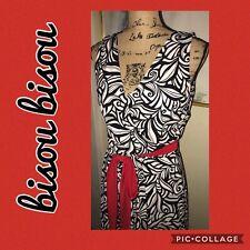 BISOU BISOU BLACK & WHITE SILKY KNIT DRESS~RED TIE BELT~V-NECKLINE~SIZE 8