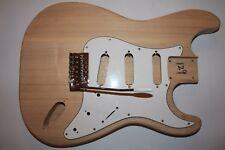 Angebot Strat Body Korpus Ash unlackiert Gitarrenbau Tremolo Pickguard 99 €