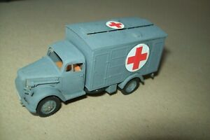 WW2  GERMAN  OPEL BLITZ AMBULANCE  1:72  scale  built model
