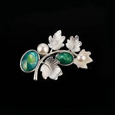 Tolle silberfarbene Brosche Eichenzweig mit grünem Achat u.Perlen   eycatcher