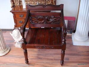 Stuhl Echt Holz massiv Mahagoni edel sehr dekorativ