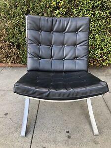 Barcelona Style Chair Single Vinyl Black