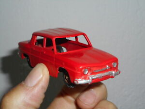 Dinky Toys Junior n° 103 Renault R8 peu fréquent REPEINTE