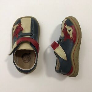 LIVIE & LUCA Gray Foxes Shoes Size 5 Toddler