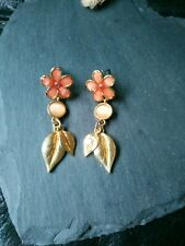 BN pretty vintage style gold metal glass agate flower leaf drop earrings