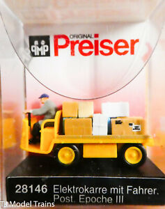 Preiser HO #28146 Electric Baggage Truck (Nonoperating) w/Driver & Load