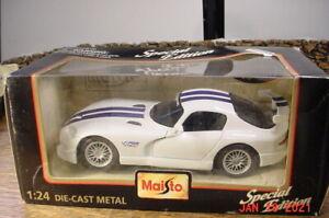 1996 Dodge Viper GTS White 1:24 Maisto 31945 NIB