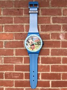 RARE VINTAGE DISNEY MICKEY MOUSE WALL CLOCK WATCH BLUE