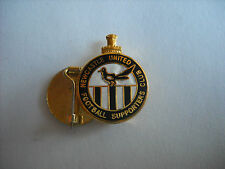 a8 NEWCASTLE FC cm.2,5 club spilla football calcio pins inghilterra england