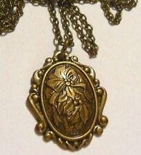 Collier pendentif style rétro camée gravé feuille de houx couleur bronze 13
