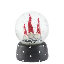 Nääsgränsgården Schneekugel m. Weihnachtswichteln 11cm