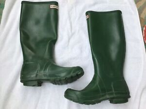Hunter Green Tall Woman's Rubber Boots Size 7.5, Missing A Buckle.