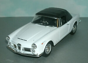 1/24 Scale 1960 Alfa Romeo Spider 2600 Soft Top Diecast Model Welly 24008 White