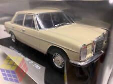 Coche Clasico Mercedes Benz 200 D / 200d - W115 (Año 1968) Escala 1/24 - Nuevo