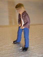 Pinkelnder Mann als Figur zur Deko Autorennbahn 1:32 Slotcar Eisenbahn Spur 1