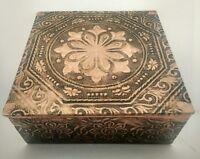 Caja joyero madera forrado metal decoración flores look vintage
