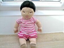 IKEA Lekkamrat  hellhäutig schwarze Haare Puppe Stoffpuppe Kuscheltier Stofftier