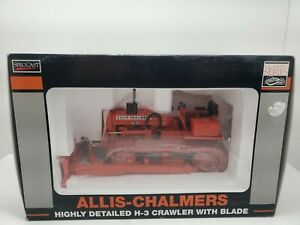 Allos-Chalmers Highly Detailed H-3 Crawler With Blade 1/16