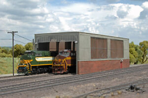 10-299 * HO Scale Bachmann 35116 * Double Stall Shed