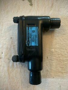 "Thomas & Betts LB28-4X-G Ocal Blue 3/4"" PVC Coated Conduit Body."