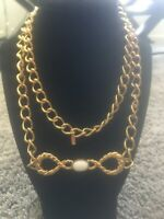 Vintage Gold Tone Long Link Ribbon Bow With White Lucite Pendant Monet Necklace