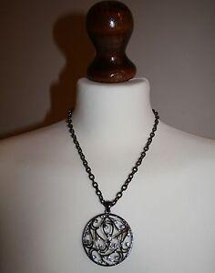 Retro Style Diamante Studded Hollow Teardrop Pattern Disc Necklace