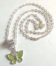 collier chaine argenté 46,5 cm avec pendentif papillon vert 17x20 mm