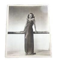 RITA HAYWORTH in POSE ORIGINAL VINTAGE SEXY pinup GLAMOUR PORTRAIT PHOTO 8x10