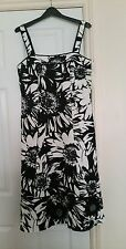 Stunning Size 12 Michael Ambers Slimming Cocktail / Summer Dress