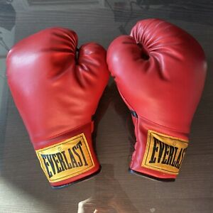 Classic Red Everlast 12 oz Boxing Gloves Yellow Tag Bag Work Training Sparring
