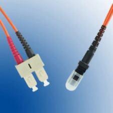Câbles avec un connecteur MT multimodes-RJ à fibre optique