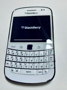 BlackBerry Bold 9900 8GB -(WHITE) + (Unlocked)+ ON SALE~ LAST 2 !!