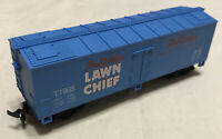 HO Scale Life-Like True Value Lawn Chief Freight Train Box Car w Spring Couplers